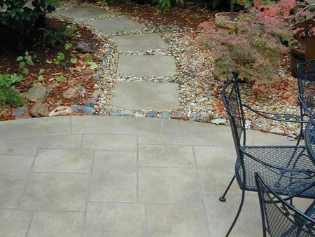 Landscaping: laying paving slabs on a concrete foundation