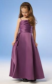 Beautiful dress for a girl: the basic selection criteria