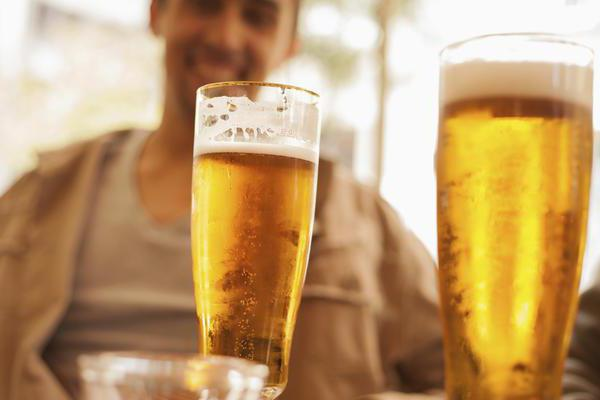 After a beer, diarrhea: possible causes and characteristics of treatment